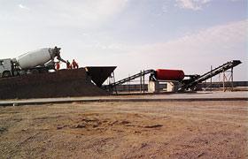 四川路桥新疆克乌高速洗石机现场